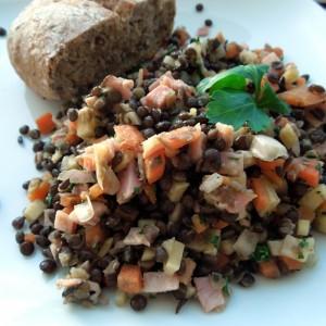 Čočka Beluga s medovou šunkou a zeleninou