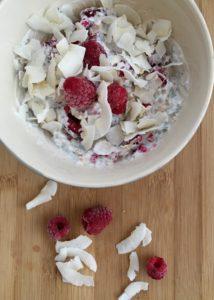 Snídaně s malinami a jogurtem