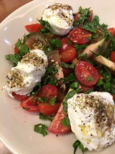 Salát s domácí lučinou